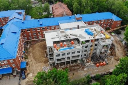 У Вінниці завершили «коробку» нового корпусу лікарні «швидкої»